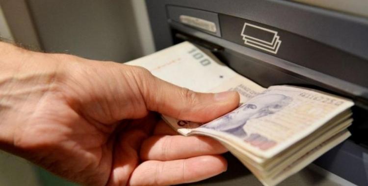 Comienza el pago del 80% del sueldo de diciembre a estatales tucumanos: cronograma completo | El Diario 24