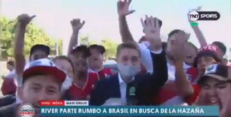 VIDEO: así le robaron el celular a un periodista mientras cubría en vivo el banderazo de River | El Diario 24