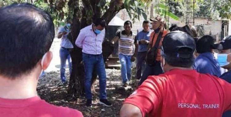 Vecinos ataron a un árbol al intendente porque no cumplió con una promesa | El Diario 24