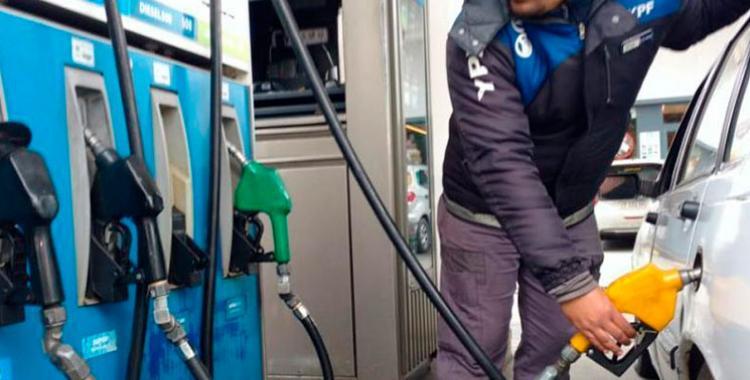 Nuevo golpe al bolsillo: este sábado amentarían nuevamente los combustible al menos un 2% | El Diario 24