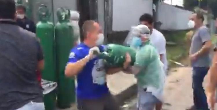 Colapso sanitario en Manaos: el video que muestra la desesperación por los tubos de oxígeno | El Diario 24