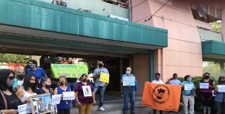 VIDEO Protesta frente a EDET por el aumento anunciado de la tarifa de luz | El Diario 24