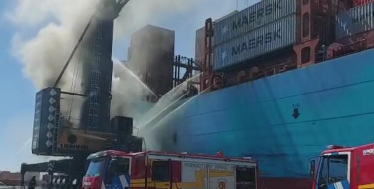 VIDEO: Impresionante incendio de una grúa en el Puerto de Buenos Aires | El Diario 24