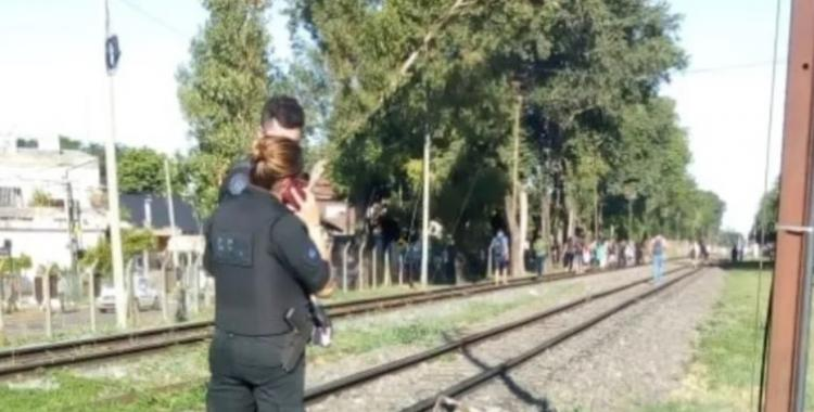 Un hombre habría arrojado a su pareja a las vías del tren y la mujer fue arrollada | El Diario 24