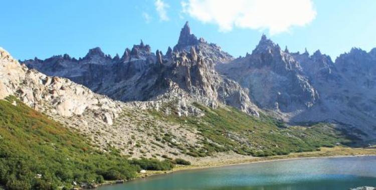 Un turista murió en Bariloche, cuando realizaba una caminata tradicional por el cerro Catedral | El Diario 24