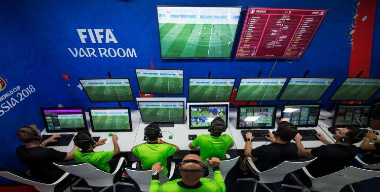 La llegada del VAR al fútbol argentino sigue retrasada: ¿Cuándo se implementará?   El Diario 24