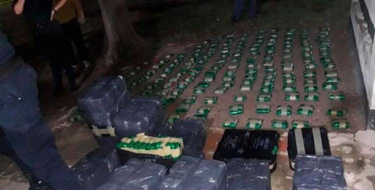 Descubren millonario cargamento ilegal de hojas de coca porque la camioneta se quedó en el barro | El Diario 24