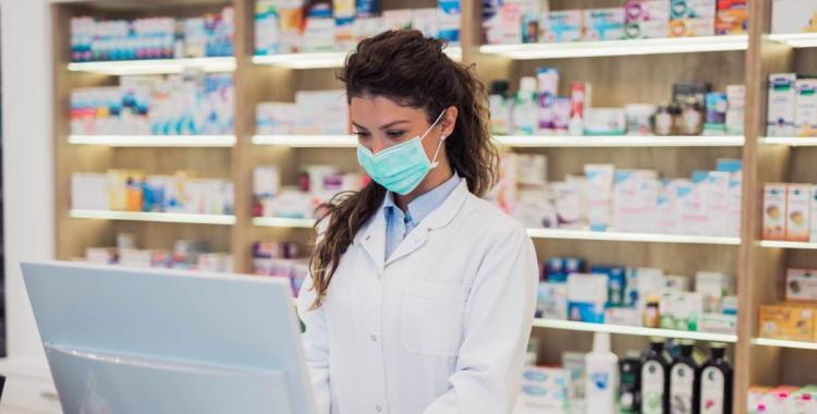 Los farmacéuticos piden ser incorporados al programa de vacunación contra el Covid-19 | El Diario 24