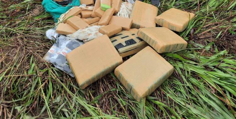 Gendarmes hallan un bulto abandonado en el monte y descubre que era un cargamento de droga | El Diario 24