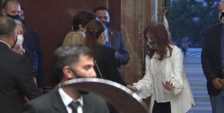 VIDEO ¿Momento incómodo? El gesto entre Cristina Kirchner y Zulemita en el velorio de Menem | El Diario 24
