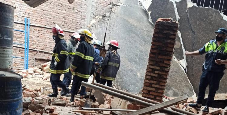 Barrio Sur: rescatan a una niña que quedó atrapada entre los escombros luego de un derrumbe | El Diario 24