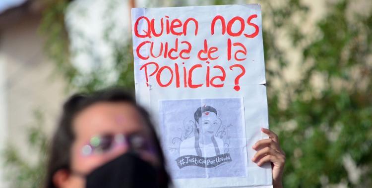 Piden agravar las penas a funcionarios que tarden en tomar denuncias por violencia de género | El Diario 24