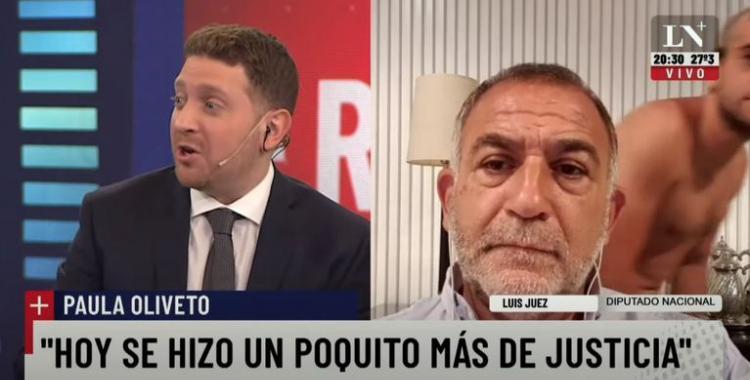 VIDEO El hijo de Luis Juez pasó desnudo frente a la cámara cuando su padre daba una entrevista | El Diario 24