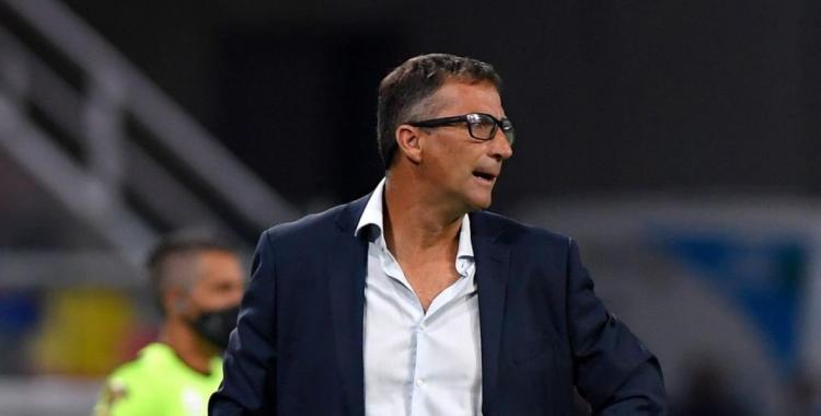Juan Antonio Pizzi asumió la responsabilidad por la catastrófica derrota de Racing contra River | El Diario 24