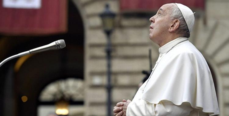 La postura del papa Francisco ante la prohibición de la Iglesia de bendecir parejas del mismo sexo | El Diario 24