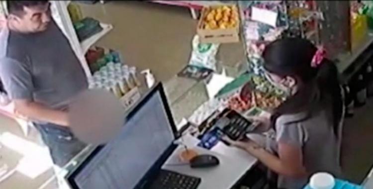 VIDEO Degenerado ingresó a un kiosco y se masturbó delante de la cajera del local | El Diario 24