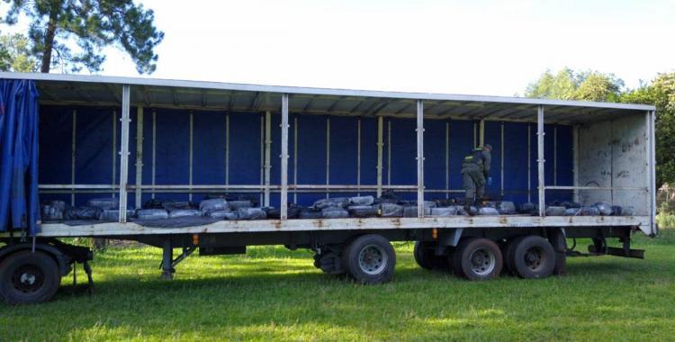 Secuestran casi tres toneladas y media de marihuana ocultas en un camión que llevaba aserrín | El Diario 24