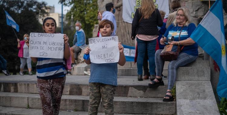 Un puñado de macristas se manifestó contra las restricciones a la circulación | El Diario 24