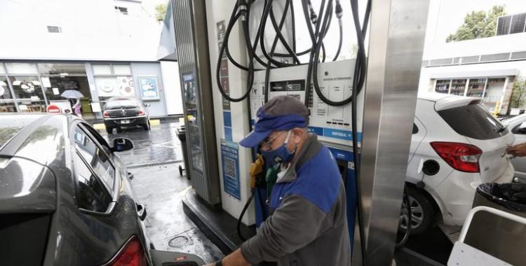 El Gobierno prorrogó la aplicación de impuestos y se posterga el aumento de los combustibles | El Diario 24