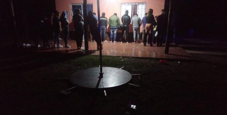 Apresan a la dueña de una casa donde se realizaba una fiesta clandestina con decenas de invitados | El Diario 24