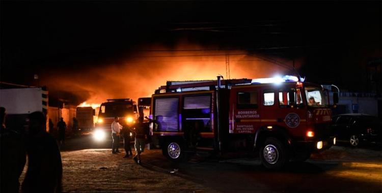 VIDEO Voraz incendio en depósito de colectivos consumió 10 micros y enormes pérdidas | El Diario 24