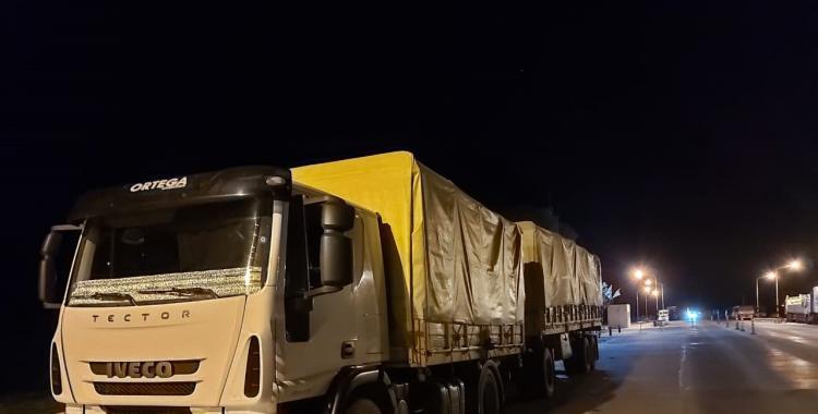 Demoran a un camionero tucumano que intentó engañar a policías llevando 30 toneladas de soja   El Diario 24