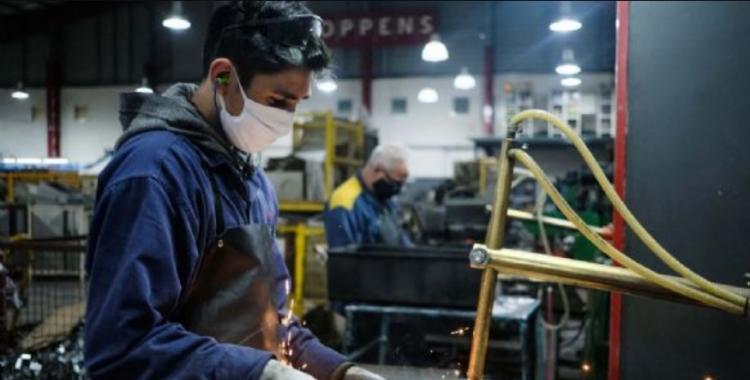 El Gobierno extendió  el decreto que prohíbe los despidos sin causa | El Diario 24