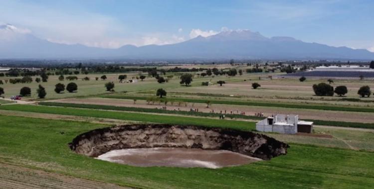 VIDEO: el enorme agujero que apareció en medio del campo y desconcierta a todo un país   El Diario 24