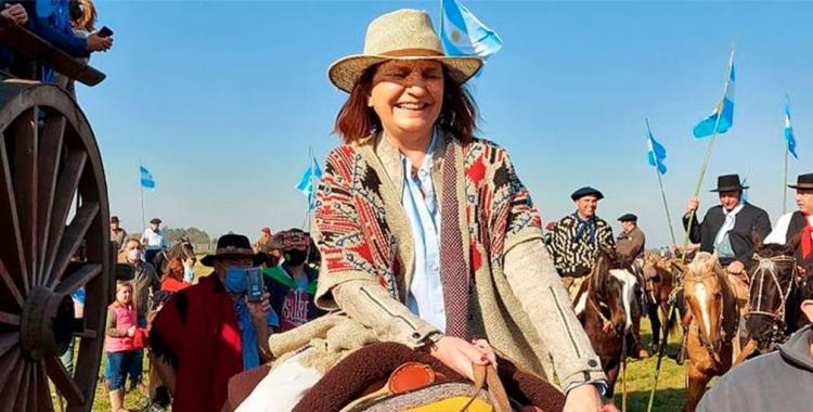 VIDEO Patricia Bullrich irrumpió a caballo y con poncho en la protesta del Campo contra el Gobierno | El Diario 24