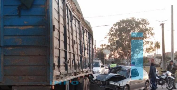 Concepción: un joven herido tras estrellar su auto contra el acoplado de un camión | El Diario 24