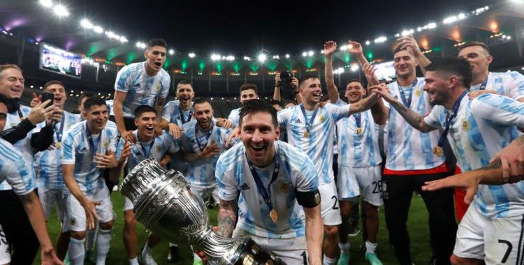 VIDEOS Locura total en el vestuario: Así fueron los festejos de Messi y los jugadores en el vestuario | El Diario 24