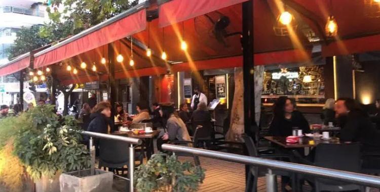Extienden el horario de cierre de los bares y restaurantes en San Miguel de Tucumán   El Diario 24