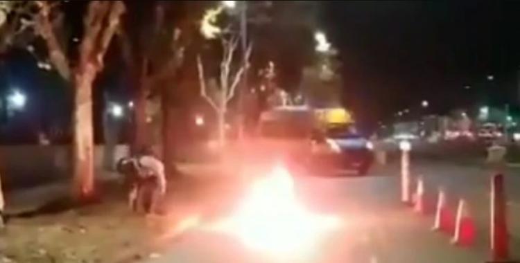VIDEO: prendió fuego su moto en un control vehicular para que no la secuestraran   El Diario 24