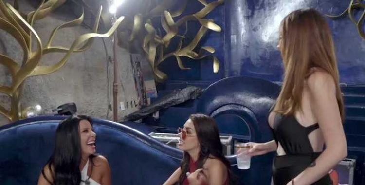 VIDEO Charlotte Caniggia aceptó sumarse a un juego sexual con dos mujeres en un reality | El Diario 24