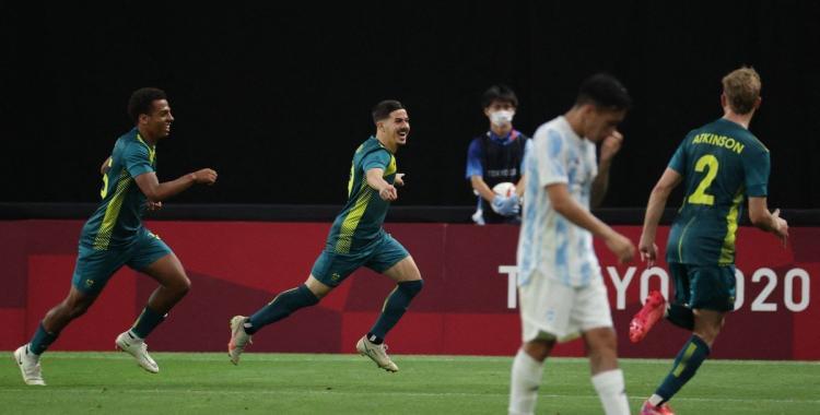 VIDEO Argentina tuvo un duro tropiezo contra Australia en su debut en los JJ.OO.: cómo se clasifica | El Diario 24
