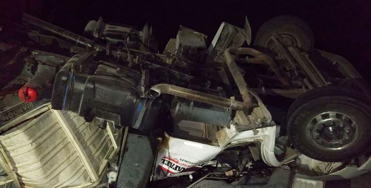 Impresionante vuelco de un camión cargado con cal sobre la ruta 89: Mirá las imágenes | El Diario 24