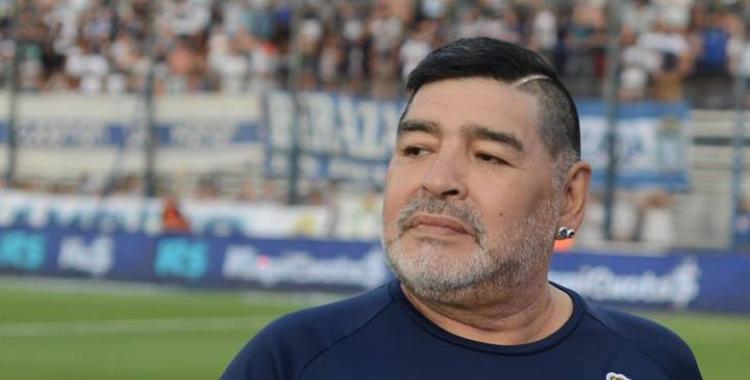 A nueve meses de la muerte de Maradona, descubren que falsificaron su firma en un formulario de sus enfermeros   El Diario 24