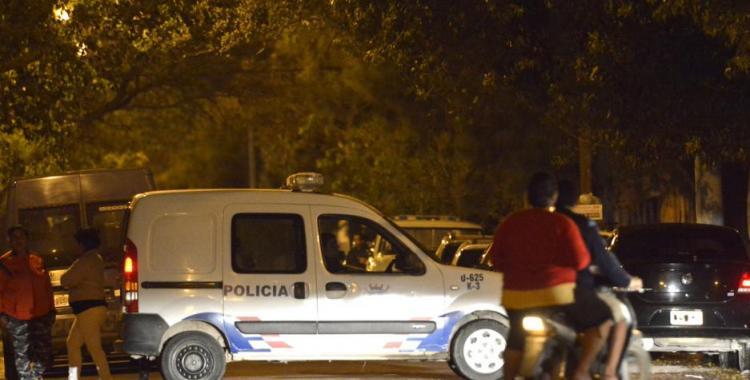 Locura total: Un hombre intentó ahorcar y luego torció el brazo y arrojó al suelo a su madre | El Diario 24