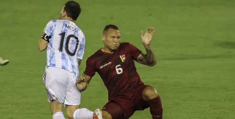 La palabra de Adrián Martínez, futbolista venezolano que golpeó a Messi | El Diario 24