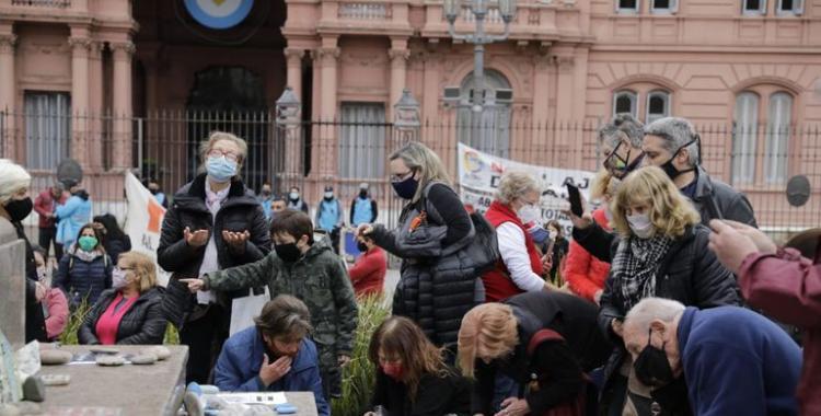 Realizaron una nueva edición de la Marcha de las Piedras, para homenajear a las víctimas de la pandemia | El Diario 24