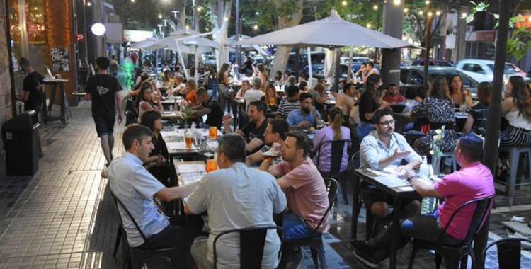 Mendoza habilita eventos sociales de 4.000 personas en ambientes cerrados y de 5.000 al aire libre   El Diario 24