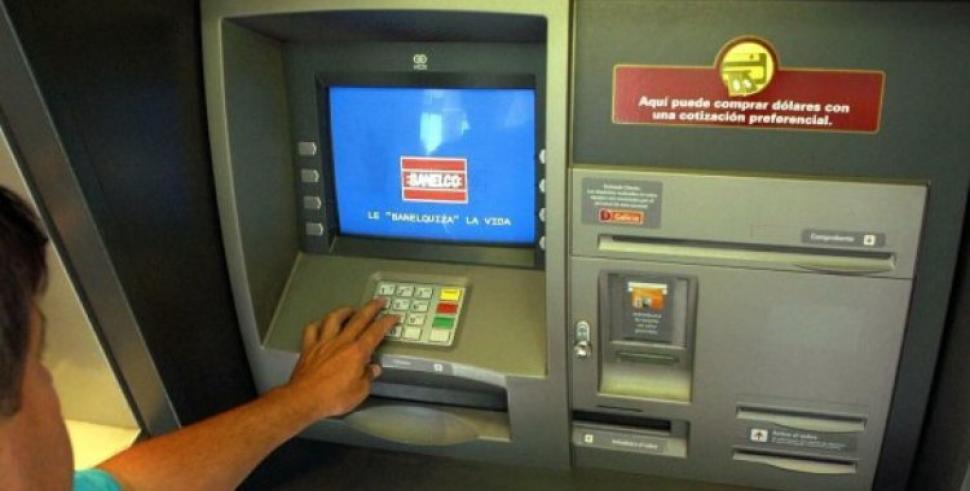 Surge una alternativa para la falta de dinero en los for Dinero maximo cajero