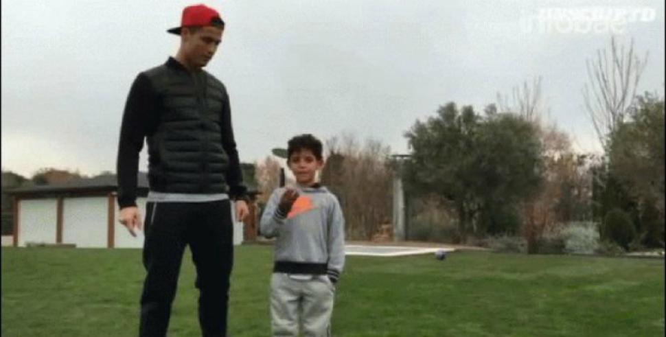 Cristiano ronaldo mostr c mo entrena con su hijo en el - Fotos de la casa de cristiano ronaldo ...