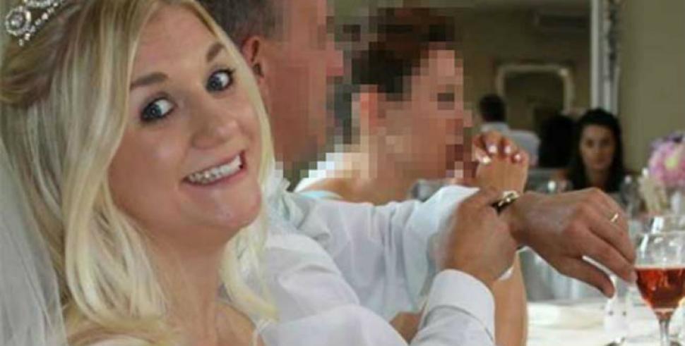 La mujer que vende su vestido de novia para pagar su divorcio