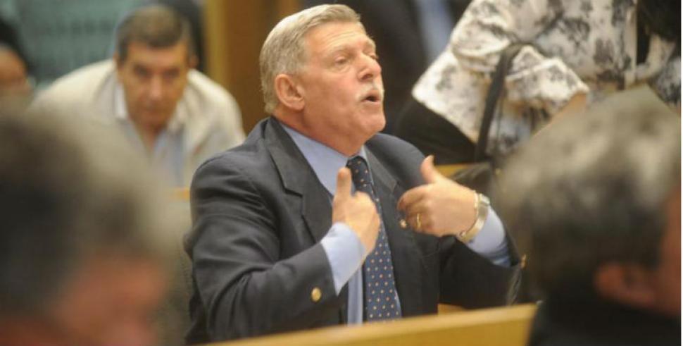 Cuestionan la designación de Alperovich como asesor del PE Provincial