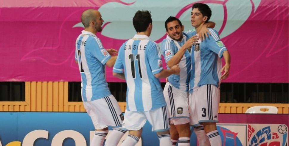 Argentina venció 1-0 a Ucrania y pasó a cuartos de final