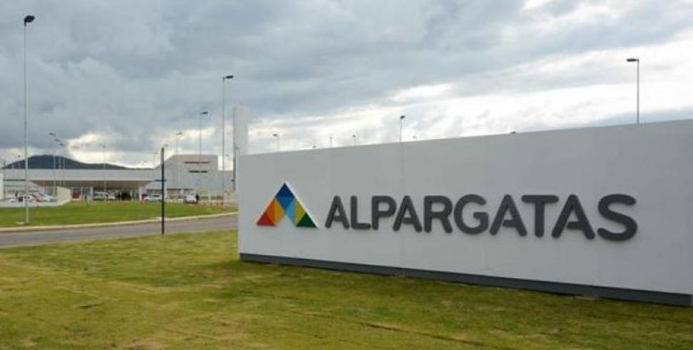 Alpargatas cierra sus plantas de San Luis y Buenos Aires y despide a un centenar de trabajadores