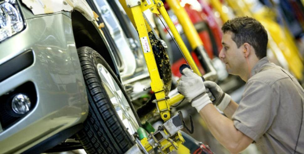 La producción de automóviles cayó un 15% en abril