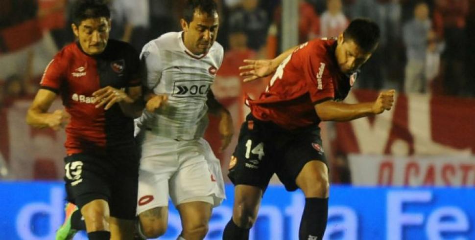 Independiente derrotó a Newell's y Boca estiró su ventaja en la punta