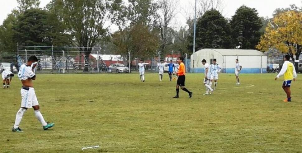 Atlético Tucumán paró en Beltrán para cenar y le robaron la indumentaria